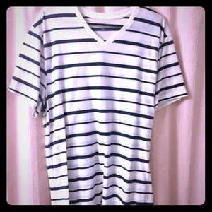 Mens Old Navy VNeck Tee
